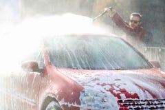 Ręczny samochodowy obmycie z pressurized wodą outside w samochodowym obmyciu Summe domycie Cleaning wysokości naciska Samochodowa zdjęcie stock