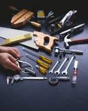 Ręk narzędzia z rękami i kopii przestrzeń przy dnem Obraz Stock