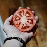 ręka świeży pomidor Fotografia Royalty Free