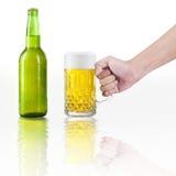 Ręka bierze szkło piwo Zdjęcie Stock