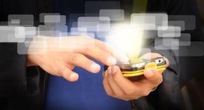 Ręka biznesowego mężczyzna dotyka ekran telefon komórkowy Fotografia Stock