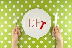 Ręka chwyta flatware nad dieting talerz Zdjęcie Stock
