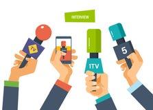 Ręka chwyta mikrofony, telefon kamery, reportera wywiad dla prasy, telewizja ilustracja wektor