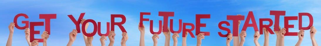 Ręka chwyta słowo Dostaje Twój przyszłość Zaczynać niebieskie niebo Obrazy Stock