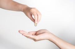 Ręka daje pieniądze na białym tle Fotografia Royalty Free