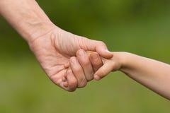Ręka dorosły mienia dziecko fotografia royalty free