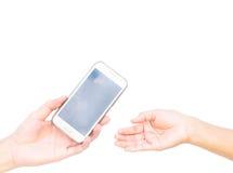 Ręka dostarcza telefon komórkowego woman& x27 mężczyzna; s ręka na białym bac Zdjęcia Stock