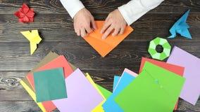 Ręka fałdu prześcieradło papier robić postaci zbiory