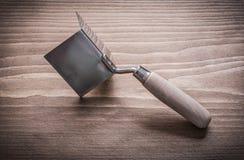 Ręka kąt poprzedni z drewnianym rękojeści zakończeniem up Obraz Stock