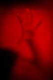 Ręka kobieta za brudnym nadokiennym szkłem Zdjęcie Royalty Free
