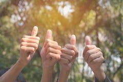 Ręka ludzie pokazuje gest wali up na natury backgrou obrazy royalty free