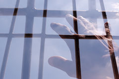 Ręka mężczyzna dosięga niebo Fotografia Stock