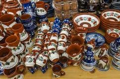 Ręka malujący ceramics obraz stock