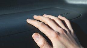 Ręka na airbag fotografia stock