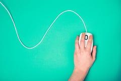 Ręka na komputerowej myszy Zdjęcie Stock