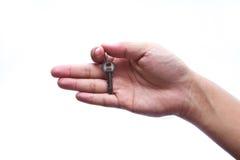 ręka odizolowywający klucza srebro Obrazy Stock