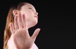ręka podtrzymuje dziewczyny obraz royalty free