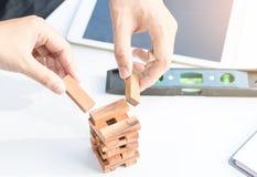Ręka punktu pastylka na stołowym działaniu Obraz Stock