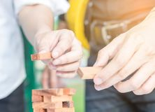 Ręka robi drewnianym blokom inżynier Fotografia Royalty Free