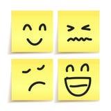 Ręka rysująca emocja na papierowych majcherach ilustracji