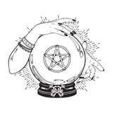 Ręka rysująca magiczna kryształowa kula z pentagram gwiazdą w rękach pomyślność narratora kreskowa sztuka i kropka pracujemy Boho ilustracja wektor