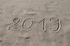2019 ręka rysująca na piasku Nowy Rok Przychodzi lub wakacje katalogu tła Abstrakcjonistyczny projekt obraz stock