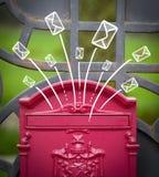 Ręka rysująca odkrywa przybycie z skrzynki pocztowa Zdjęcia Royalty Free