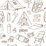 Ręka rysujący campingowy wyposażenie rysunków bezszwowy wzór Zdjęcie Stock