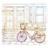 Ręka rysujący nakreślenie bicykl na ulicznym, starym miasteczku, Obrazy Stock