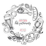 Ręka rysujący Oktoberfest pubu plakat Piwo i przekąski Wektorowy szkło, butelka, otwieracz, ryba, precel, jęczmień, chmiel, jedze Obraz Royalty Free