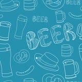 Ręka rysujący piwny bezszwowy wzór Dekoracyjny bezszwowy deseniowy piwo w lineart atramentu stylu Zdjęcia Stock