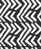 Ręka rysujący wektorowy abstrakcjonistyczny szorstki geometryczny monochromatyczny bezszwowy zygzakowaty szewronu wzór w czarny i royalty ilustracja