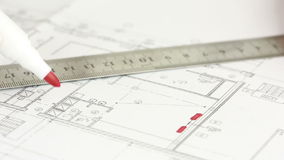 Ręka rysuje mieszkanie projektant zbiory