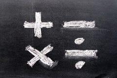 Ręka rysunek biel kreda w mathematics symbolu kształcie obrazy royalty free