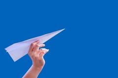 Ręka samolotu papieru fałd sukces dla projekt rakiety papieru Fotografia Stock