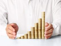 Ręka stawiająca moneta pieniądze Zdjęcia Stock