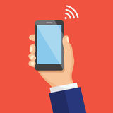 Ręka Trzyma Czarnego Smartphone WiFi sygnału pojęcie Kreatywnie fla Obraz Royalty Free