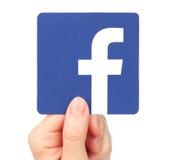 Ręka trzyma Facebook odizolowywa na białym tle Fotografia Royalty Free