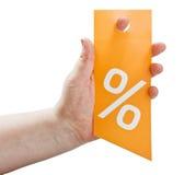 Ręka trzyma kartę dla rabatów Zdjęcie Stock