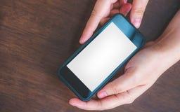 Ręka trzyma mądrze telefon komórkowego zdjęcia stock
