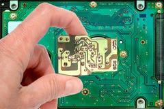 Ręka trzyma techno klucz obrazy stock