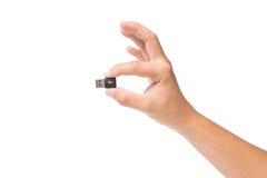 Ręka trzyma USB przyrząd odizolowywający na bielu Zdjęcia Stock