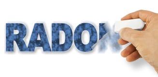 R?ka usuwa radon tekst z gumk? - Radon jeden niebezpieczny gaz w nasz domu obraz stock