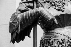 Ręka w zbroi średniowieczna rycerz statua Fotografia Royalty Free