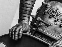 Ręka w zbroi średniowieczna rycerz statua Zdjęcia Royalty Free
