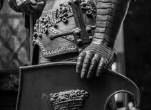 Ręka w zbroi średniowieczna rycerz statua Fotografia Stock