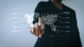 Ręka wskazuje przy UI światową mapą z interfejsem użytkownika i ikoną dla sieci ochrony kłódki cyber futurystycznego technol bizn ilustracji