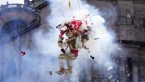 Ręka wykonujący ręcznie płonący demon i stary człowiek wybuchamy Fotografia Stock