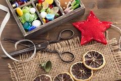 Ręka wykonujący ręcznie wakacji ornamenty zdjęcia stock