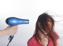 Ręka z cios barwiarki Suszyć Długie Włosy kobieta fotografia royalty free